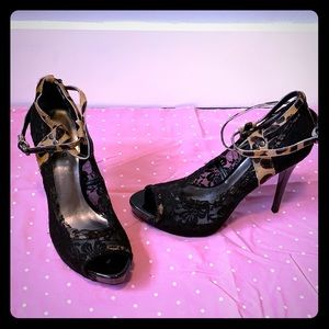 Guess lace heel with leopard ankle wrap